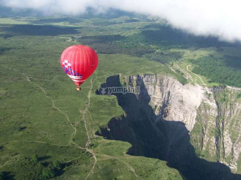 Ride on an aerostatic hot-air balloon