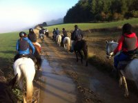 Ruta a caballo por el barro