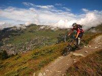 Paisaje sde película en bici de montaña
