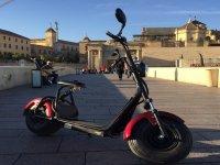 Scooter electrica en calle cordobesa