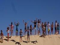 Saltando en las dunas