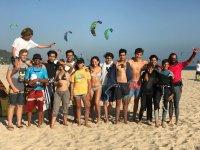 Grupo del campamento en la playa