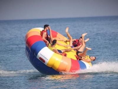 香蕉船和充气甜甜圈 Puerto del Carmen