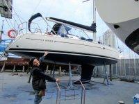 La nostra barca fuori dal acqua