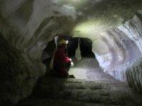 在洞穴的走廊
