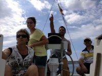 一天上了船帆船水手们
