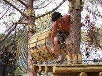 Saliendo del tubo de troncos