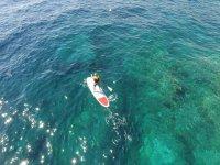 从无人驾驶飞机桨冲浪桨冲浪者采取