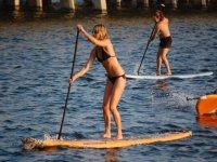 发脾气桨冲浪桨冲浪女孩练习