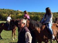 Acompanando a las chicas a caballo