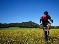 ciclista in sella a una bicicletta