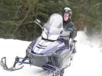 Llevando una moto de nieve