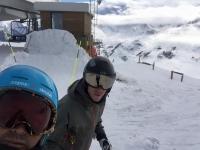 Esquiadores protegidos con gafas
