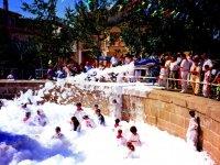 Fiesta de la espuma en San Fermín