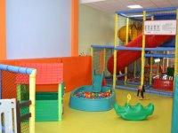 parque infantil con juguetes para los peques