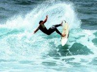 encuentra las mejores olas que surfear