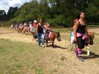 Guiando a los peques en pony