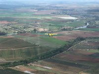 Volando sobre campos de sembrado