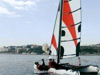 乘坐双体帆船