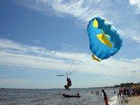 iniciando el vuelo en parasailing
