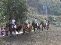 clase de equitacion de chicas
