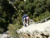 介绍攀岩和渡铁索攀岩