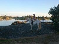 Montando a caballo en Los Barruecos
