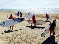 Con las tablas de paddle en la playa