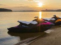 日落时的摩托车