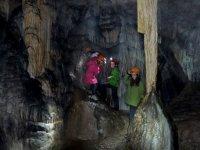 explora la cueva con tus hijos