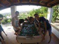 Futbolin en el porche casa rural Granada