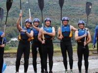 Antes de realizar el descenso en kayaks