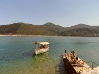中的Urdaibai储备口乘坐帆船