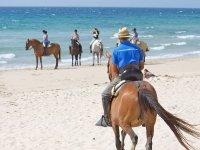 Montando a caballo en la costa de Tarifa