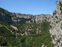 paisaje natural entre las montanas