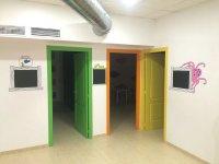 Puertas de colores en la academia de Chiclana