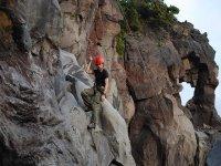 escalando en la montaña