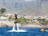 Flyboard asistido por moto de agua