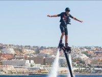 从表Flyboard滑伞的海洋