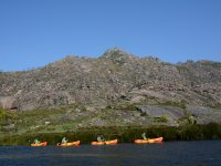 En linea remando en kayak