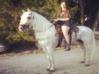 ven con nosotros a montar a caballo