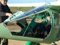 礼品飞滑翔飞行的超轻型飞机