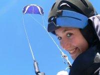 Alumna de kitesurf con casco en Mallorca.JPG
