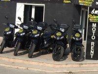 舰队摩托车的租赁服务在梅诺卡岛MOTOS