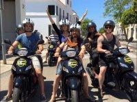 在梅诺卡摩托车游客