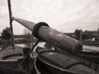 日落码头和白色的船船黑色