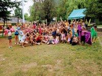 Juegos con agua en el campamento de Aisa