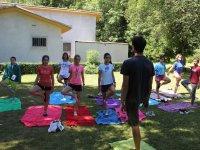 Yoga en el campamento de Aisa