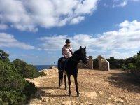 A caballo por las costas ibicencas
