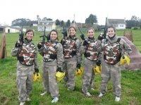 equipo de chicas paintball